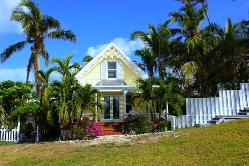 Bahamas - Hopetown yellow house