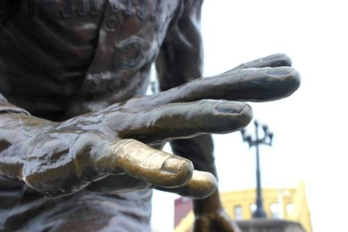 Pittsburgh - Clemente sculpture closeup