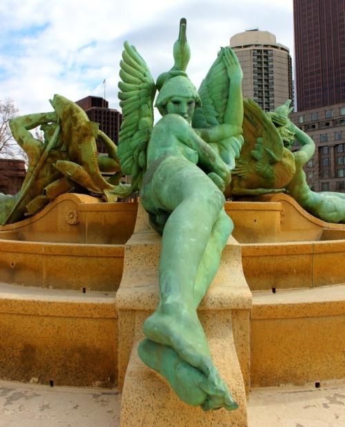 Philadelphia - Benjamin Franklin Parkway fountain statue
