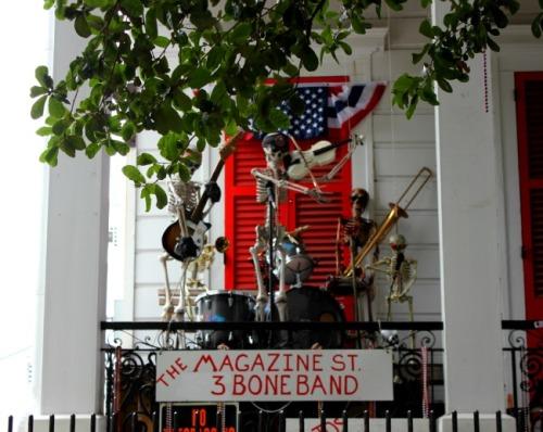 New Orleans - magazine st three bone band