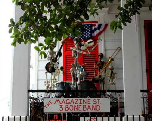 New Orleans - magazine st three bone band