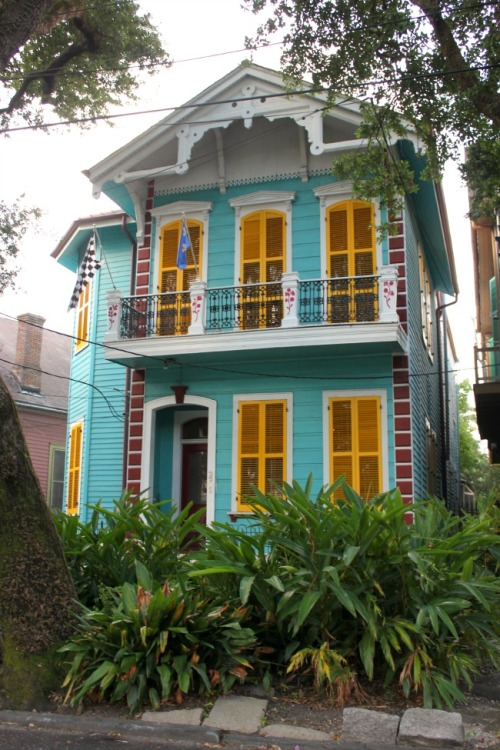 New Orleans - yellow & blue house