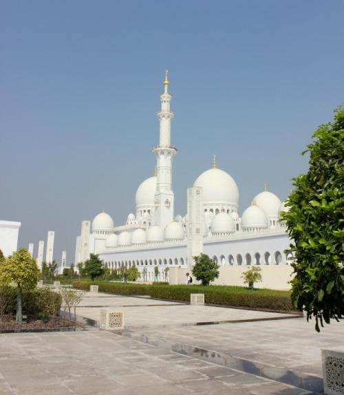 UAE - AD Grand Mosque exterior