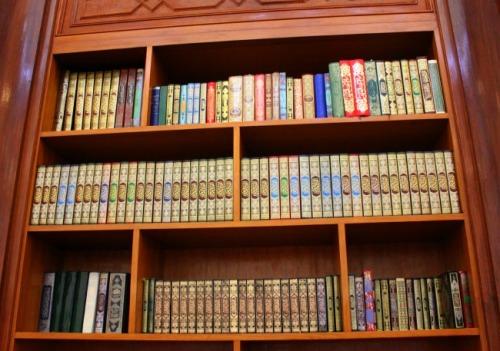 UAE - Dubai Jumeirah mosque bookcase