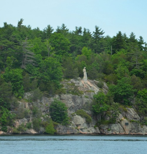 Ontario - St. Lawrence statue