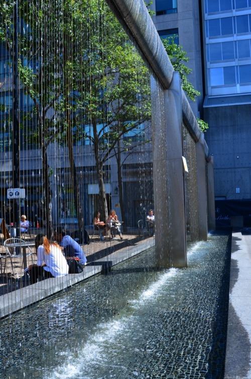 Toronto - Yorkville fountain