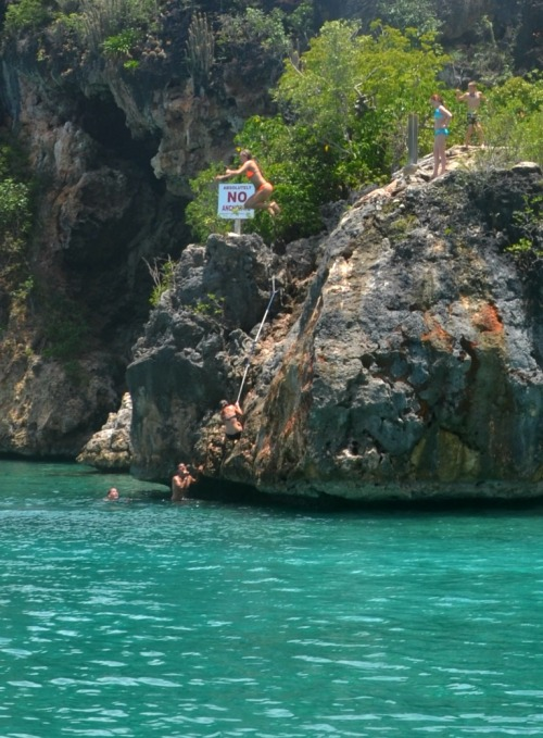 Anguilla - cliff jump Little Bay