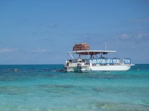 Grand Turk - dive boat
